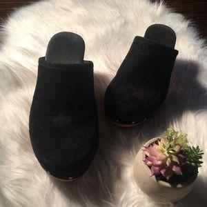 UGG ABBIE BLACK SUEDE CLOGS Size 7